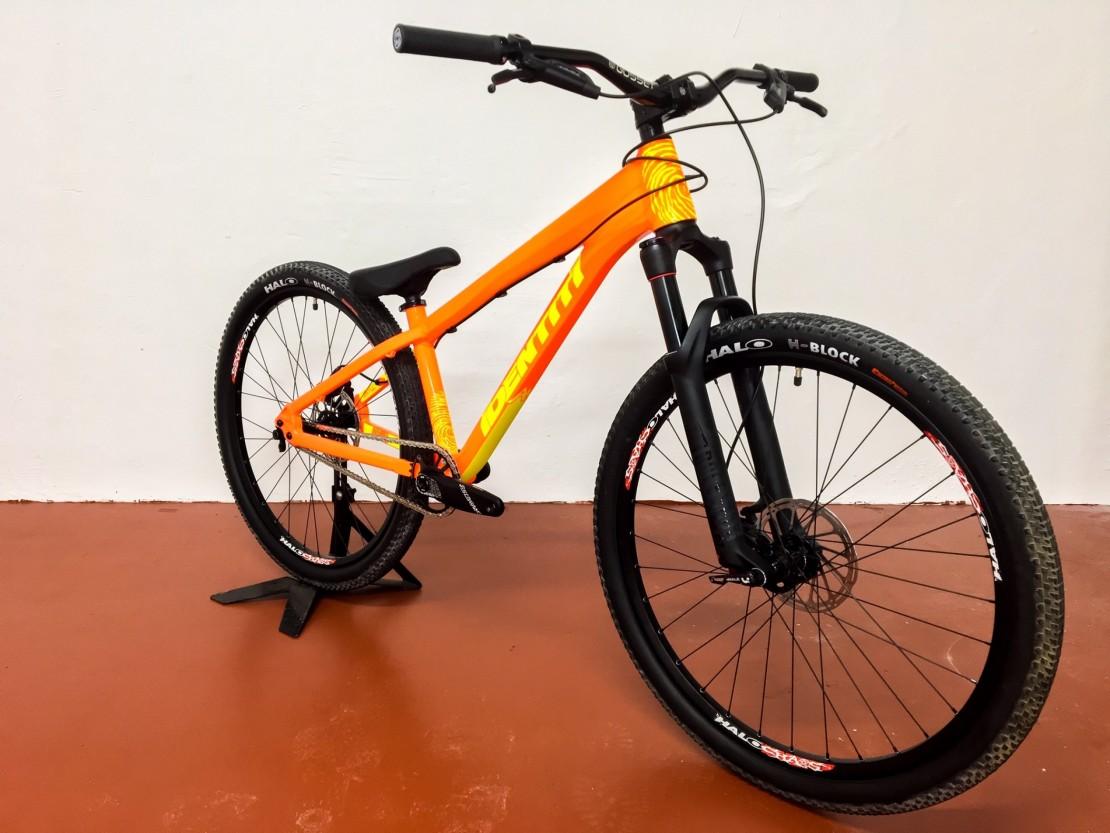 Single speed dirt jump mountain bike